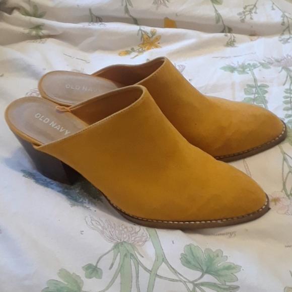 df1e3987dbe Mustard yellow suede mules. M 5bce46e003087c9221b9308e